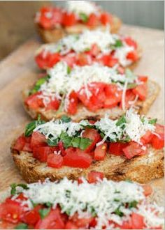 10 different types of Bruschetta. Whenever i'm in an Italian restaurant I eat Bruschetta or garlic bread. Looks delicious! Think Food, I Love Food, Good Food, Yummy Food, Yummy Appetizers, Appetizer Recipes, Appetizer Ideas, Light Appetizers, Bread Appetizers
