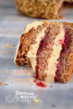 Tort orzechowy z porzeczkami i kremem kawowym - Domowe Wypieki