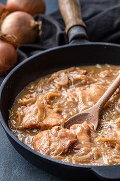 Onion Sauce, Kielbasa, Pork Loin, Pot Roast, Thai Red Curry, Food And Drink, Ethnic Recipes, Gastronomia, Cake