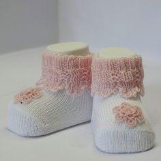 bianco rosa pallido con fiore perlato in rilievo_scarpine neonato-calzini neonati