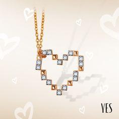 Pozłacany naszyjnik z białymi kryształkami Swarovskiego.   Cena: 159 PLN  http://www.yes.pl/51957-yes-love-collection-AB-S-000-ZLO-ANCL312