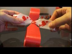 Tutorial como hacer moños pom pom - How to make a puffy bow Nylon Flowers, Felt Flowers, How To Make Wreaths, How To Make Bows, Christmas Bows, Christmas Decorations, Hair Bow Tutorial, Diy Gift Box, Gift Bows