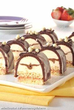 Minidezert mascarpone s nugátem Sweet Desserts, Sweet Recipes, Cake Recipes, Dessert Recipes, Swiss Roll Cakes, Sweet Bar, Czech Recipes, Sweets Cake, Mini Cakes