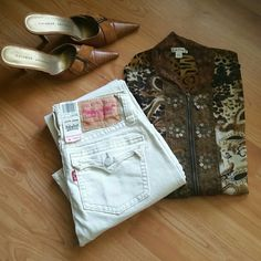 """NWT Beige Levi Strauss 504 Jeans Wide flare beige Levis. Has a washed and worn look.  All original tags are on them. We'll made jeans.  Waist hips 30"""" Rise 7.5"""" Legnth 30"""" Flat measure on bottom flare is 9"""" B4A Levi's Jeans"""