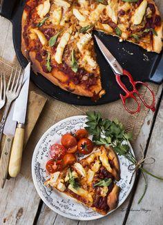 Pizza de bacalao confitado y asadillo de pimientos del piquillo