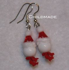 Santa Snowman Earrings - A extremely #simple Christmas jewelry craft you can make with beads. #tutorial