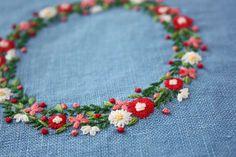 花のリース刺繍|* Slow Life *