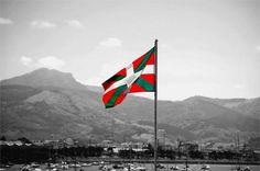 Les chansons basques font partie intégrante de l'identité de tout un peuple. A travers ces chants, c'est l'histoire et les combats du Pays Basque...