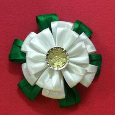 DIY flor de la cinta de satén - Createsie