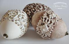 Decoupage domborműves antikolt tojások
