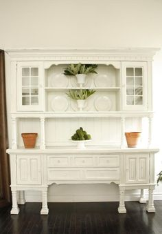 gorgeous DIY remade kitchen hutch for-the-home Gray Painted Furniture, Repurposed Furniture, Wood Furniture, Vintage Furniture, Painted Hutch, Furniture Refinishing, Painting Furniture, Kitchen Furniture, Dining Hutch
