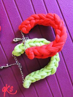 pulseras del conjunto cuadrado, en color verde y coral, también se venden por separado, detalle de cadena, con cierre y adorno.....