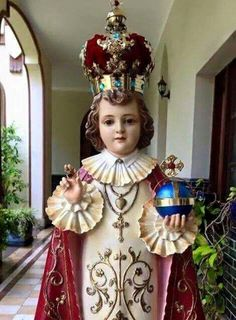 Santo Nino Religious Pictures, Jesus Pictures, Infant Jesus Prayer, Baby Jesus, Christ The Good Shepherd, Infant Of Prague, Jesus Photo, Our Lady Of Sorrows, Jesus Christ Images