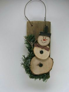 21 Elegantly Beautiful Wood Slices Crafts to Pursue Wood Crafts christmas wood craft projects Christmas Wood Crafts, Christmas Projects, Holiday Crafts, Christmas Time, Handmade Christmas, Xmas Crafts To Sell, Spring Crafts, Primitive Christmas Ornaments, Christmas Ideas