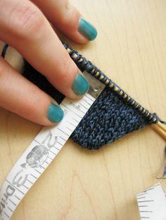 Wrap and Turn Sock Toe Knitting Help, Knitting Stitches, Knitting Socks, Knitting Patterns, Knitting Ideas, Crochet Socks, Knitted Slippers, Knit Or Crochet, Knit Socks