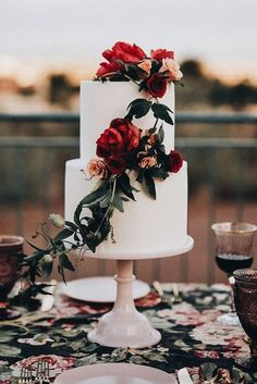Simple, beautiful wedding cake design