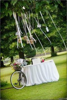 Un simpatico allestimento per il #matrimonio in giardino
