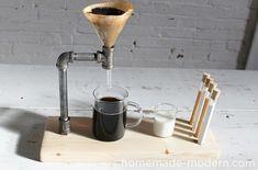 Dieser #DIY #Kaffee-Zubereiter ist ein ganz besonderer Blickfang in Ihrer #Küche. Sehen Sie in diesem Video-Tutorial, wie sie ihn ganz einfach selbst nachbauen können. #kitchen #basteln #Küchengeräte #coffee