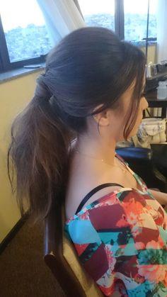 Rabo de cavalo moderno ~ ponitail~  #flaviayukiehairstylist  #noivas #casamento #pousoalegre #suldeminas #penteado #penteadosmodernos #makingof #atendimentovip #madrinhas #hairstyle #hairstylist #pivotpoint