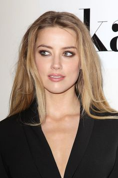 meches blondes effet naturel amber heard #hairstyles