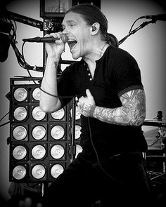 Shinedown - Brent Smith.. would love to see them again!