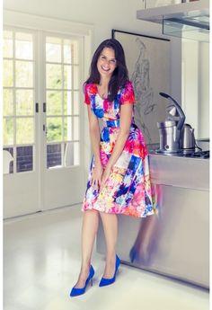 88729c88b7da8a Deze zwierige jurk is een super flatteus model voor vrouwen met een  peervormig figuur.