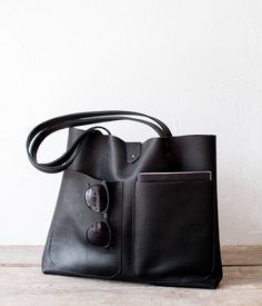 Medium Black Mexican Leather Tote bag No. Large Bags, Small Bags, Geometric Patterns, Black Leather Tote Bag, Leather Totes, Leather Purses, Unique Bags, Casual Bags, Natural Leather