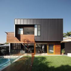 """The Byram house, built on a """"small lot"""" in inner city Brisbane, is a house with two distinct personalities. The additional site width allowed us to explore a. House Cladding, Exterior Cladding, Metal Cladding, Black Cladding, Cladding Materials, Sustainable Architecture, Residential Architecture, Interior Architecture, Australian Architecture"""