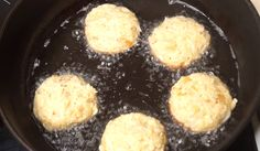 A káposztát vágd hosszú csíkokra, formálj golyókat belőle és süsd ki! El is készült a fasírt! - Bidista.com - A TippLista! Falafel, Fritters, Griddle Pan, Food And Drink, Fried Dumplings, Falafels