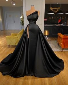 Prom Outfits, Dress Outfits, Fashion Dresses, Dress Up, Gown Dress, Picture Outfits, Modest Fashion, Pretty Prom Dresses, Black Prom Dresses