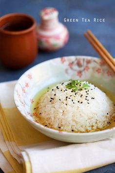 Green Tea Rice made with Oi Ocha Shincha, a bottled green tea. Easy Asian Recipes, Easy Delicious Recipes, Yummy Food, Healthy Rice, Eat Healthy, Vegetarian Recipes, Cooking Recipes, Rasa Malaysia, Rice Ingredients