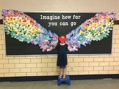 Motivational Bulletin Boards, Back To School Displays, Art Lessons Elementary, Elementary Schools, Alfabeto Animal, Library Book Displays, School Murals, Scratch Art, Collaborative Art