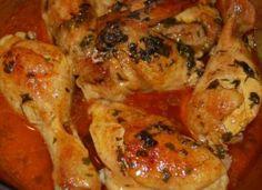 Mediterrán csirkecombok a sütőből! Omlós és szaftos, csábító finomság, egyszerűbb receptről álmodni sem lehet! Tandoori Chicken, Chicken Wings, Shrimp, Curry, Meat, Ethnic Recipes, Food, Curries, Essen