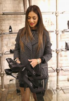 Nicole Sherzinger shopping at All Saints in London.  Absolutely in loove with her hair!