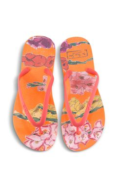 Our Flower Shop by Jonathan Cohen x Tidal NY sandals. #sandals #comfortableshoes #ecofriendlyproducts #sustainablefashion Comfy Shoes, Comfortable Shoes, Latest Sneakers, Celebrity Look, New Product, Sustainable Fashion, Collaboration, Flip Flops, Slippers