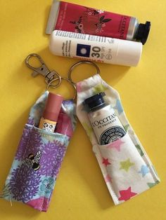 Fabric scraps are an inevitable side affect of a sewing hobby. To try and remain zero waste, here are some ideas on how to use up even your smallest scraps! Fabric Bags, Fabric Scraps, Quilting Fabric, Scrap Fabric, Fabric Remnants, Buy Fabric, Fabric Shop, Easy Sewing Projects, Sewing Projects For Beginners