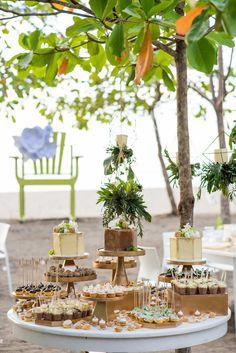 Artefactos & florals @artflowercr, photo @sguardiam, paper products @eleodio, cakes @zochbadilla