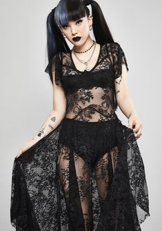 Soft Grunge Outfits, Grunge Style, Goth Style, Goth Chic, Gothic Girls, Hot Goth Girls, Diy Outfits, Lace Dress Black, Lace Midi Dress