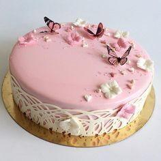 I love the pastel pink cake with the butterflies! Such a cute cake! Pretty Cakes, Cute Cakes, Beautiful Cakes, Amazing Cakes, Fancy Cakes, Mini Cakes, Cupcake Cakes, Bolo Musical, Cake Decorating Classes
