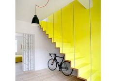Laiptai namuose - Šiuolaikiški ryškūs laiptai | Domoplius.lt   yellow stairs