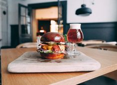 """Our idea of a balanced diet is having a burger in one hand and a beer in the other""  .  ⁉️Missä: Meat District  ❓Mitä: Royal w/ Cheese ja Brooklyn Lager/ lasi viiniä 19,50€!  ⏰Koska: Perjantaisin klo 17-19  🤘🏻Kenelle: Kaikille!  🎶Musalistat: Viljami Mehto  #meatdistrict #eatmyporvoo #porvoo #borgå #visitporvoo #burger #beer #afterwork"