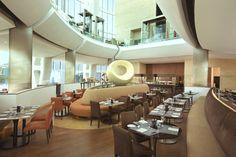 Ресторан в отеле Hilton Capital Grand Abu Dhabi в ОАЭ