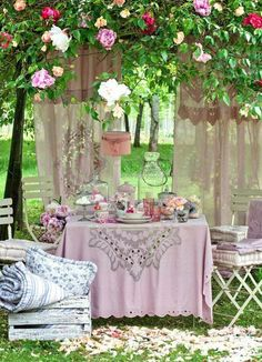 Here are a few pointers to help make the most out of your garden party. #summer #outdoor #party #tips