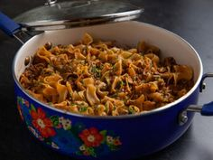Get Beef Noodle Skillet Recipe from Food NetworkYou can find Dinner recipes with ground beef and more on our website.Get Beef Noodle Skillet Recipe from Food Network Casserole Recipes, Pasta Recipes, New Recipes, Dinner Recipes, Cooking Recipes, Tofu Recipes, Drink Recipes, Recipies, Ree Drummond