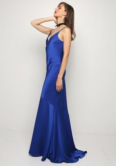 Maxi φόρεμα σατέν Formal Dresses, Fashion, Dresses For Formal, Moda, Formal Gowns, Fashion Styles, Formal Dress, Gowns, Fashion Illustrations