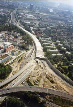 Der Bau des Bindermichltunnels. Mehr zum Bindermichl hier: http://www.nachrichten.at/oberoesterreich/linz/Ein-Wohnviertel-zwischen-gruener-Lunge-und-der-Autobahn;art66,1333234 (Bild: Helmut Jäger)