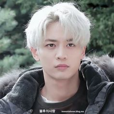 Minho / I prefer him with his original hair color, but platinum blonde doesn't look bad on him either.