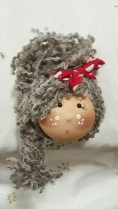 Christmas Wood, Christmas Projects, Handmade Christmas, Christmas Ornaments, Wood Peg Dolls, Clothespin Dolls, Tiny Dolls, Soft Dolls, Fabric Brooch