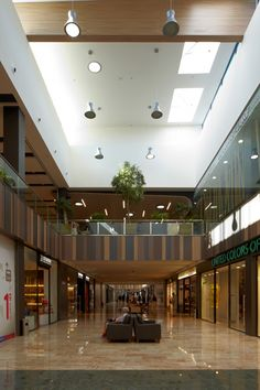 Centro Comercial Track Lighting, Mall, Ceiling Lights, Home Decor, Vintage, Ideas, Arquitetura, Shopping Center, Buildings