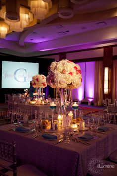 Beautiful Centerpiece - would change the flower colors